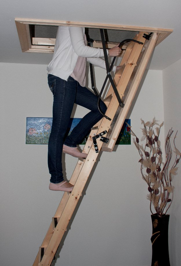 Kapaklı-Çatı-Merdiven-Montajı