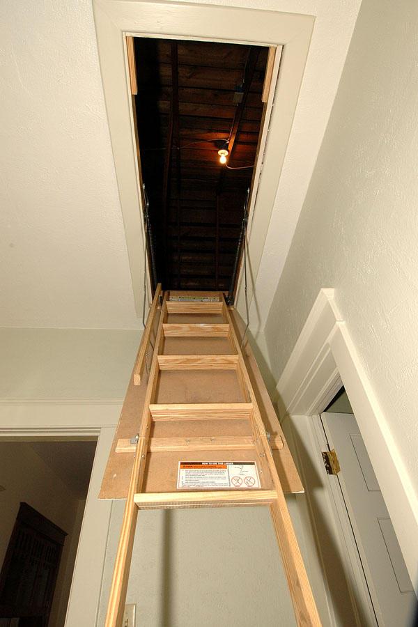 Kapaklı-Çatı-Merdivenler